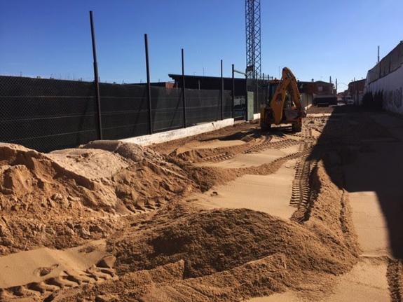 Malagón Obras en el Felix Barrero para construir una pista de playa