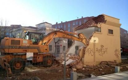 Ciudad Real: Derruido el transformador de la plaza  que permitirá el paseo peatonal a la Puerta de Toledo