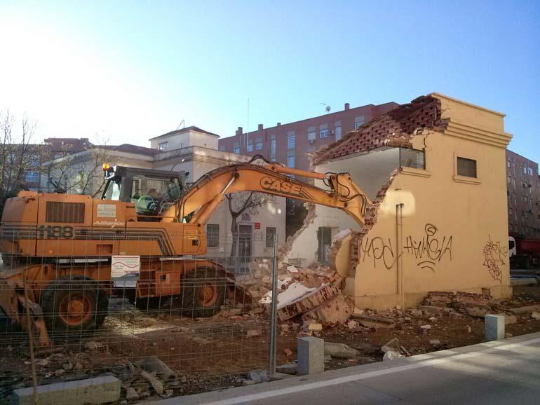 Ciudad Real Derruido el transformador de la plaza que permitirá el paseo peatonal a la Puerta de Toledo