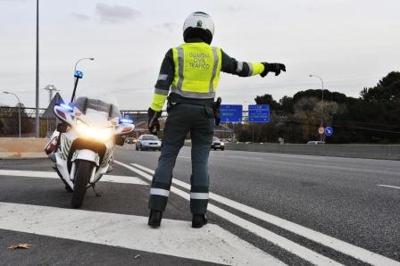 La_Guardia_Civil_detiene_al_conductor_de_un_vehiculo_que_circulaba_en_sentido_contrario_al_estipulado_por_la_autovia_de_Los_Vinedos_7360_0_1469179064
