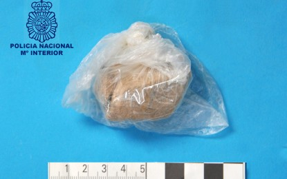 La Policía Nacional ha detenido a un varón por un delito de tráfico de drogas