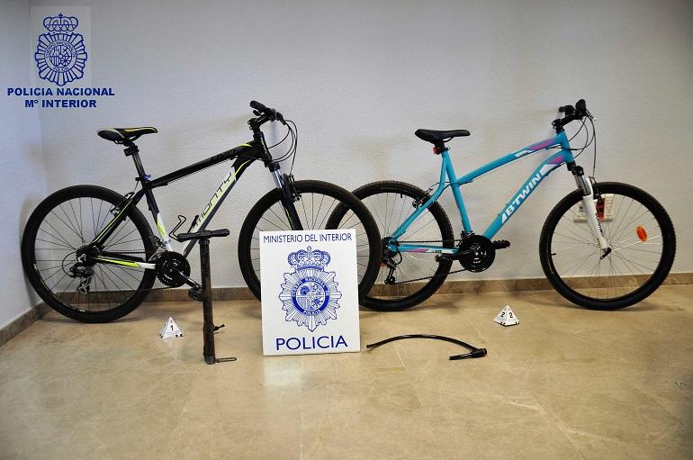 Valdepeñas Un menor detenido y dos más identificados por la Policía Nacional como presuntos autores de varios hurtos
