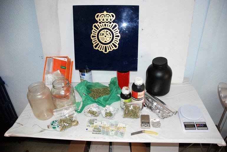 Alcazar de San Juan La Policía Nacional desarticula un importante punto de venta de marihuana con la detención de dos personas
