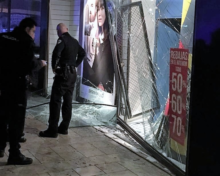 Valdepeñas La policía tras la pista de los autores del alunizaje en una tienda de Springfield