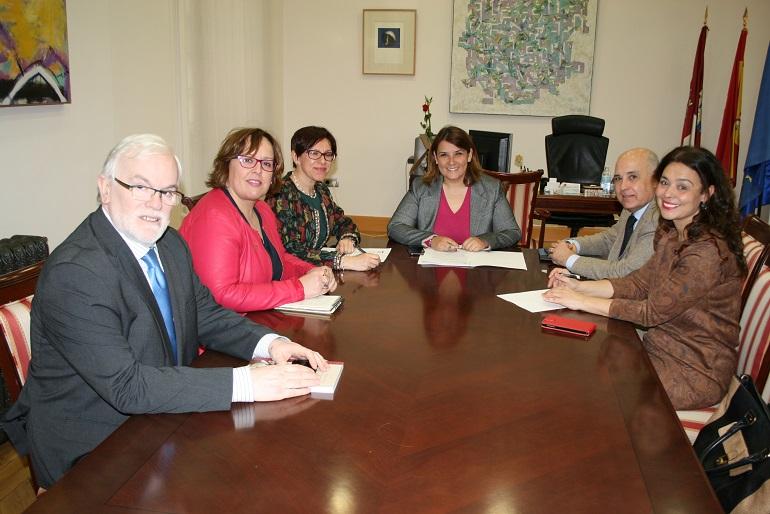 Ciudad Real La consejera de Fomento se reune con las alcaldesas de Ciudad Real y Miguelturra para estudiar las alternativas de conexión entre ambas localidades