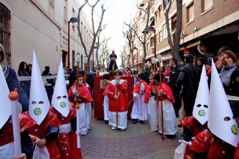 Ciudad Real Los alumnos del Colegio San José se preparan para su tradicional salida procesional por las calles de la ciudad