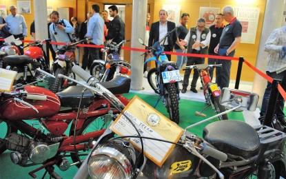 Valdepeñas: El Centro Cultural La Confianza acoge hasta el próximo 7 de mayo una exposición de motos antiguas