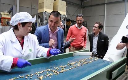 La Junta impulsará la promoción del pistacho en nuestra región