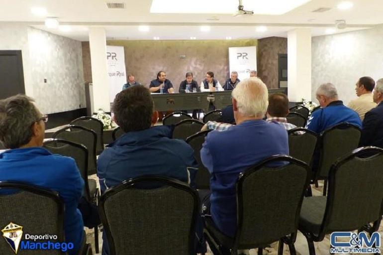 Ciudad Real El Deportivo Manchego se disuelve y negocia con el CD Manchego Ciudad Real su integración en el mismo