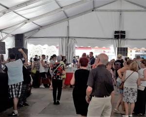 Ciudad Real: Pilar Zamora inaugura el tradicional Baile del Vermú en la Plaza Mayor