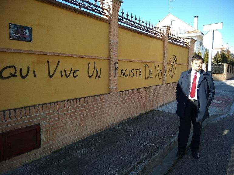Miguelturra Denuncian pintadas extremistas en la casa del coordinador de Vox Miguelturra