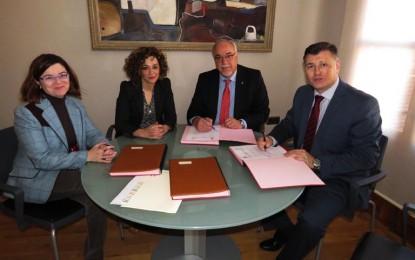 El ayuntamiento de Manzanares y COCEMFECR firman un convenio para desarrollar acciones de inserción socio-laboral
