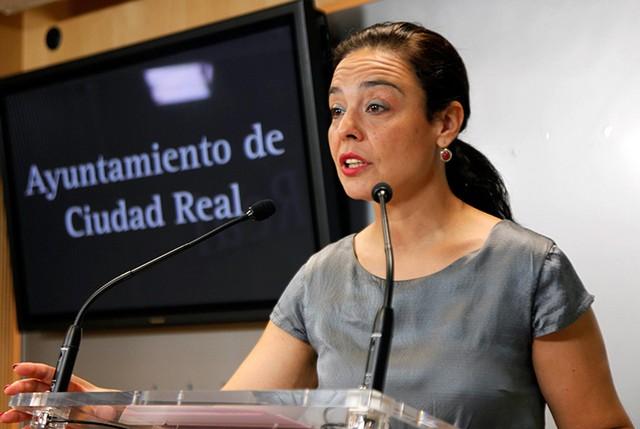 Pilar Zamora se pone a disposición de la empresa compradora del Aeropuerto para conocer su proyecto