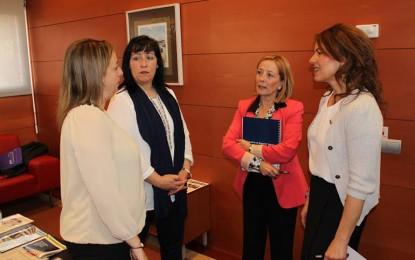 El Gobierno regional se reúne con la directiva de FADEMUR, que agradece  la acreditación excepcional de auxiliares de ayuda a domicilio