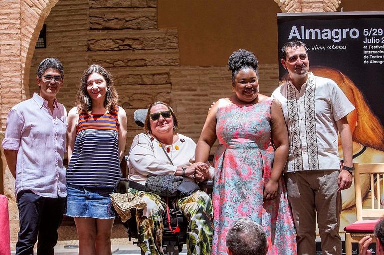 """Almagro Manolita Espinosa recibe """"La berenjena de plata"""" en reconocimiento a su contribución al Festival Internacional de Teatro Clásico"""