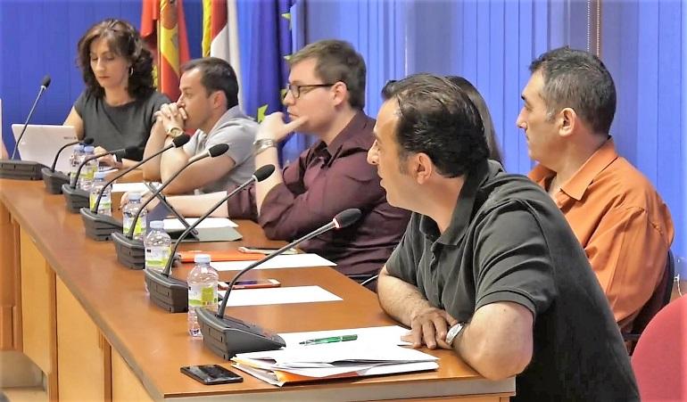 Ciudadanos de Miguelturra muestra su indignación por el decretazo de Victoria Sobrino contra un acuerdo plenario