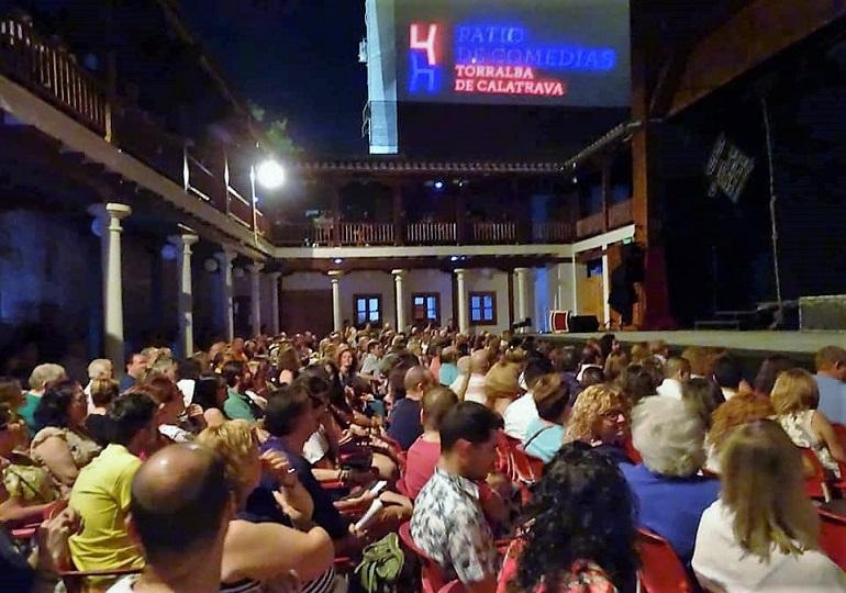 El VIII Festival Internacional de Teatro y Títeres de Torralba de Calatrava arrancó con la Compañía Ron Lalá y su puesta en escena de Crimen y telón