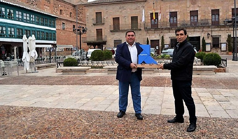 Almagro RSU recibe la Pajarita Azul por la excelencia de su gestión de la recogida selectiva de papel y cartón