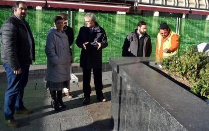 Zamora supervisa el arranque de las obras del ascensor del aparcamiento subterráneo de la Plaza Mayor