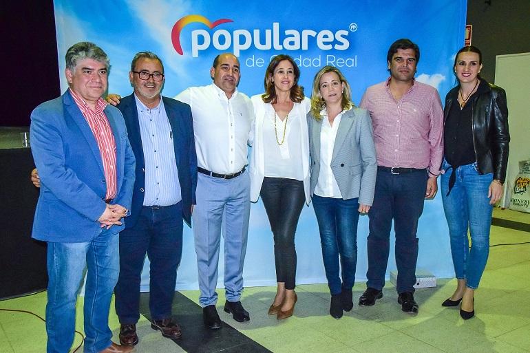 Julián Triguero presentó su candidatura a la reelección a la alcaldía de Pozuelo de Calatrava arropado por los pesos pesados de los Populares ciudadrealeños.