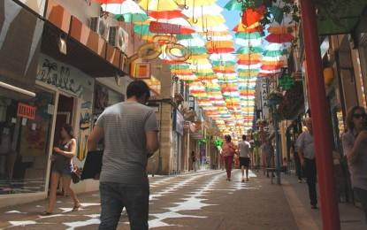 Los colores de los paraguas de Valdepeñas rendirán homenaje este verano a Europa