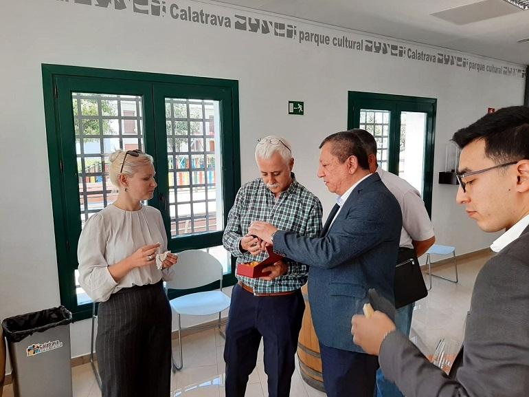 Almagro Una delegación de la República de Uzbekistán conoce el método LEADER y el Parque Cultural de Calatrava