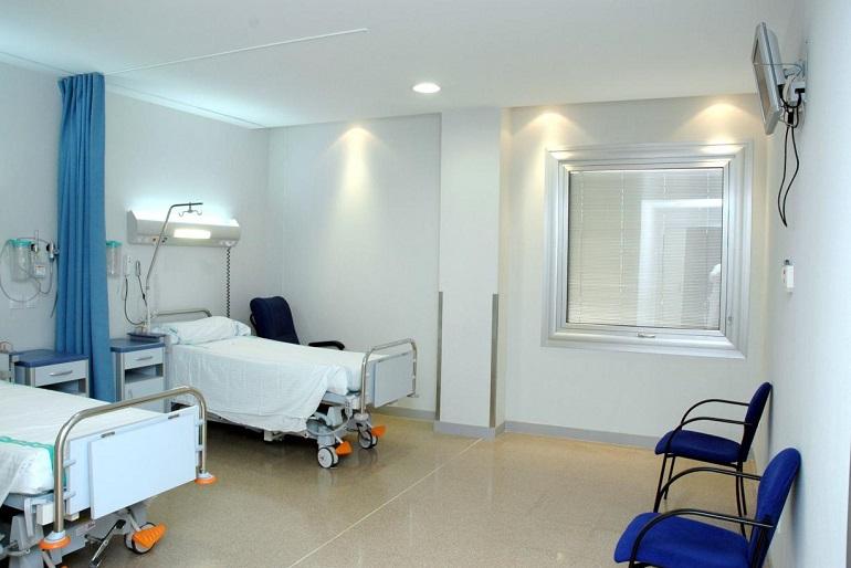 El Gobierno de Castilla-La Mancha reitera que mantiene operativa la red de camas de los hospitales del SESCAM en época estival