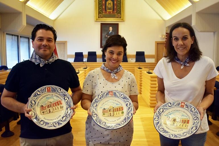 La Diputación Provincial entrega al Ayuntamiento de Ciudad Real los platos de cerámica para la Pandorga