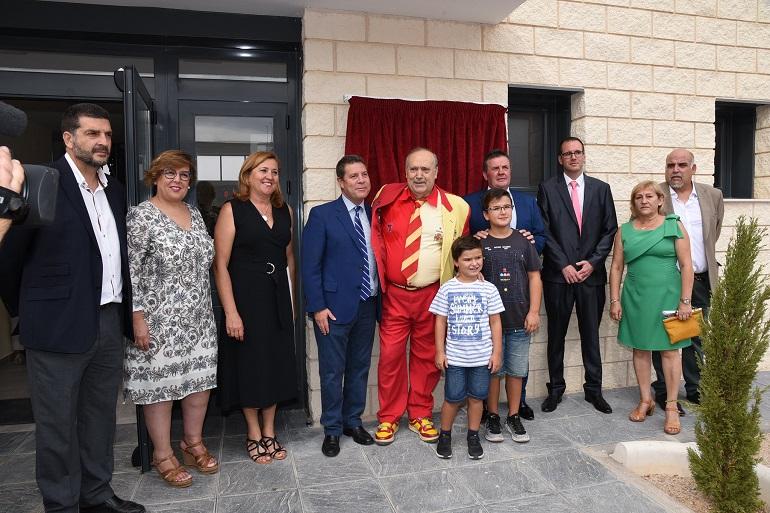 Inauguración del Pabelló en San Carlos del Valle Manolo el del Bombo