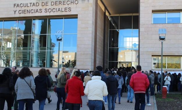 Cerca de 4.300 aspirantes se han examinado este sábado en Ciudad Real para obtener plaza como personal de limpieza y servicios de la JCCM