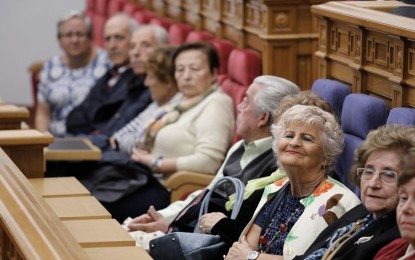 Las Cortes regionales tendrán un día de puertas abiertas al mes
