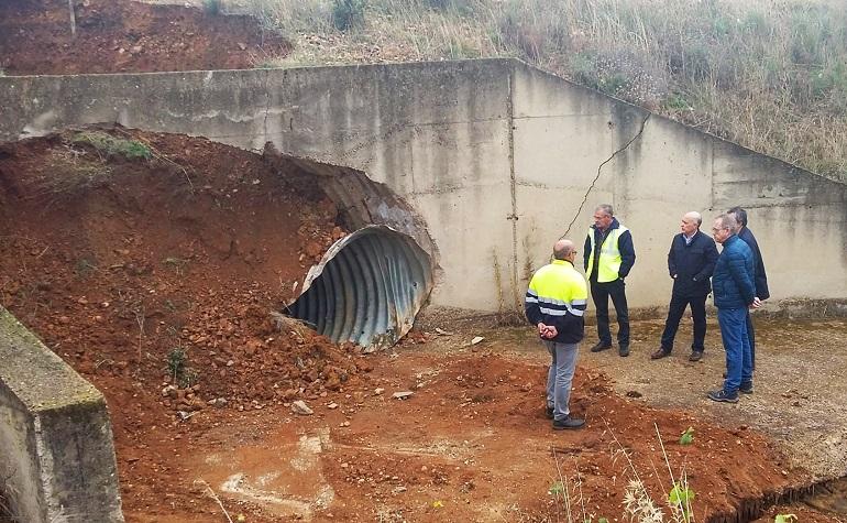 Saceruela El corte de la carretera CM-415 por un socavón se levantará a lo largo de hoy