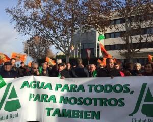 Ciudad Real: Más de 1.000 agricultores se concentran en la CHG contra el recorte de las dotaciones de riego