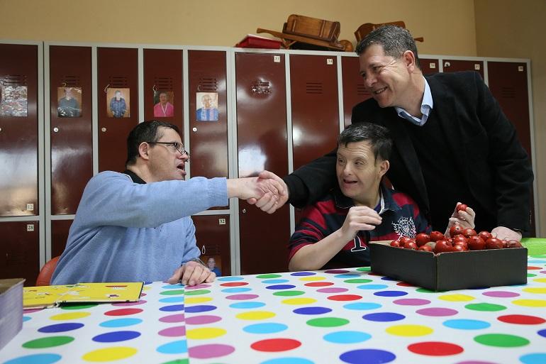 20171203 Page visita centro para discapacitados