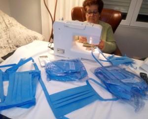 AFAMMER confecciona  centenares de mascarillas artesanales que repartirá por toda España