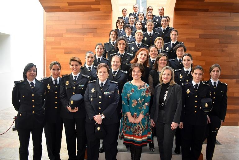 Ciudad Real Pilar Zamora agradece el ejemplo y el trabajo desempeñado por las mujeres policías