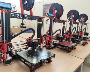 El Gobierno regional pide a los centros educativos que tengan impresoras 3-D que colaboren para elaborar material de protección ante el COVID-19