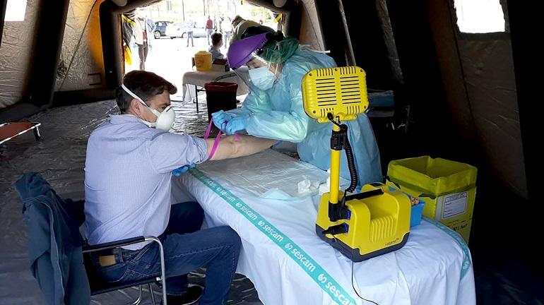 El SESCAM ha instalado un punto móvil para la realización de test rápidos y pruebas PCR para la detección del coronavirus en los aledaños del Quijote Arena