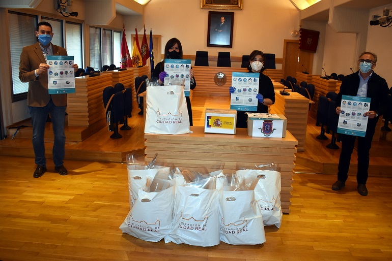 Ciudad Real El Ayuntamiento entrega material de protección para un comercio seguro en la capital