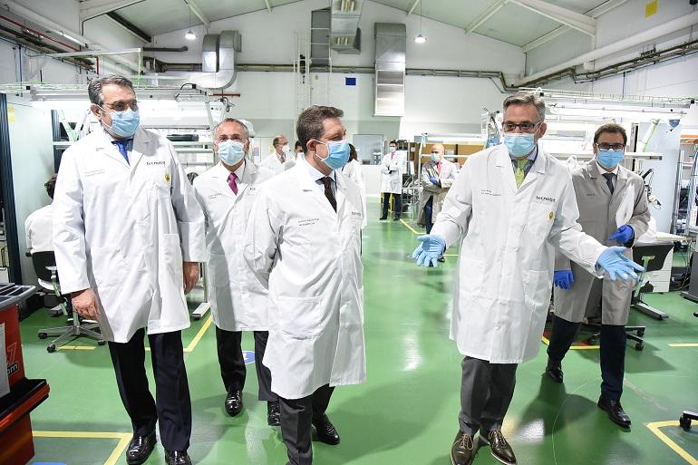 Valdepeñas Page y Martín visitan la empresa Tecnobit, impulsora del Corredor Aéreo Sanitario