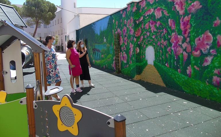Ciudad Real Pilar Zamora visita el mural que La Fábrica ha realizado en el parque Manuel Marín