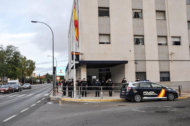 La Comisaría de Policía Nacional en Ciudad Real estrena nuevo emplazamiento para la bandera nacional