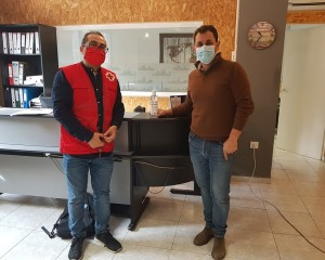 Cruz Roja reparte geles hidroalcohólicos en 500 empresas de la provincia para concienciar sobre la igualdad de oportunidades