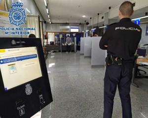 La Policía Nacional refuerza el servicio del DNI e insta a todos los ciudadanos a que renueven sus documentos para mantenerlos en vigor
