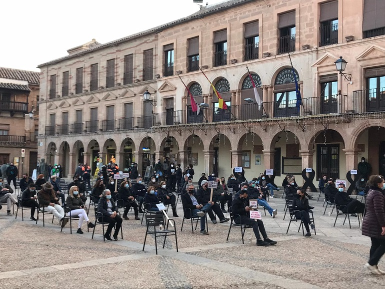 Villanueva de los Infantes Concentración contra las medidas destructivas tomadas contra el sector de la hostelería y autónomos