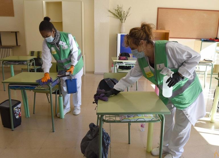 235 Personas se incorporaron ayer a los colegios de la provincia para el refuerzo de las labores de limpieza y desinfección frente a la Covid-19