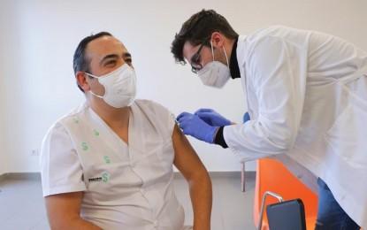 Castilla-La Mancha tiene un porcentaje de vacunación del 94 por ciento contra la COVID-19 en centros sociosanitarios y de más del 54 por ciento en personal sanitario