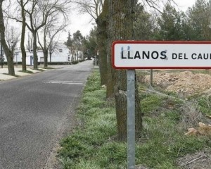 El Ayuntamiento de Llanos del Caudillo dota de 8 purificadores de aire al colegio público de la localidad
