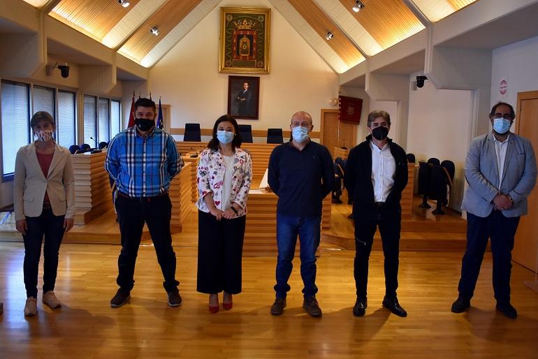 Ciudad Real Pilar Zamora preside la toma de posesión de tres ayudantes de limpieza