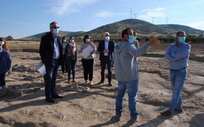 Valdepeñas: La nueva rotonda de El Peral se traslada 250 metros tras el hallazgo de restos arqueológicos de una villa y una bodega romana